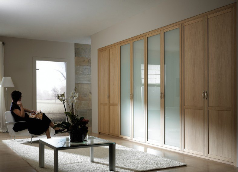 armario con puertas batientes