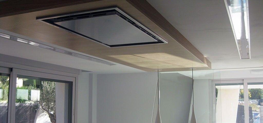 Detalle de campana extractora de cocina en techo graden for Campana extractora de techo