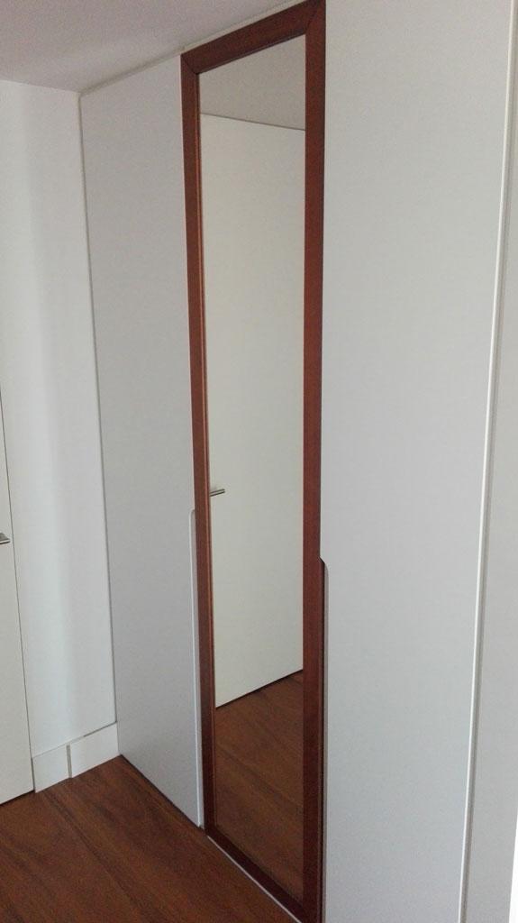 Espejo integrado en armario